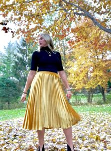 c8736e085 This skirt is gorgeous. I can't even tell you how it glistens in the light.  The golden velvet is perfection. Currently, the pleated midi is my go-to  style ...